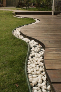 use-rocks-to-separate-the-grass-from